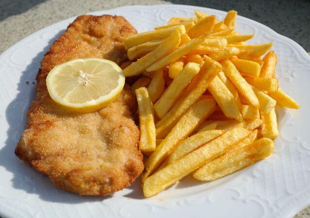 Papas fritas con pollo
