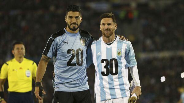 Los futbolistas Luis Suárez, de Uruguay, y Lionel Messi, de Argentina, promocionando la candidatura para el Mundial de 2030 - Sputnik Mundo