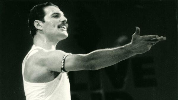 Freddie Mercury en el Live Aid  - Sputnik Mundo