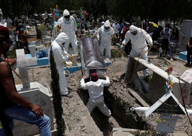 Funeral de un paciente de COVID-19, México