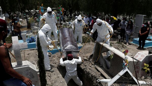 Funeral de un paciente de COVID-19, México - Sputnik Mundo