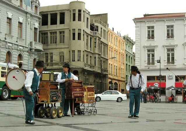 Organilleros y chinchineros de Chile
