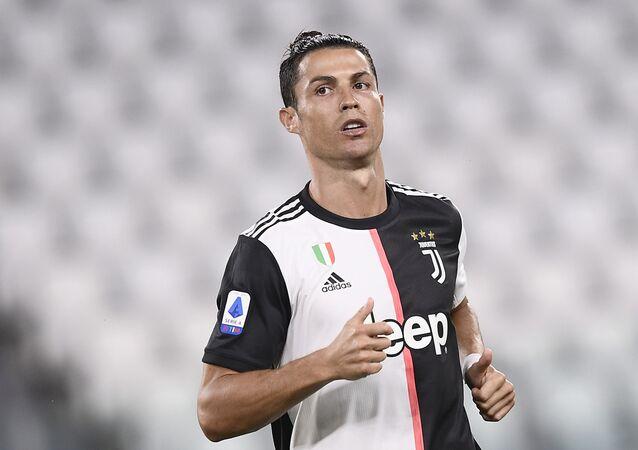 El futbolista portugués Cristiano Ronaldo jugando para la Juventus de Italia