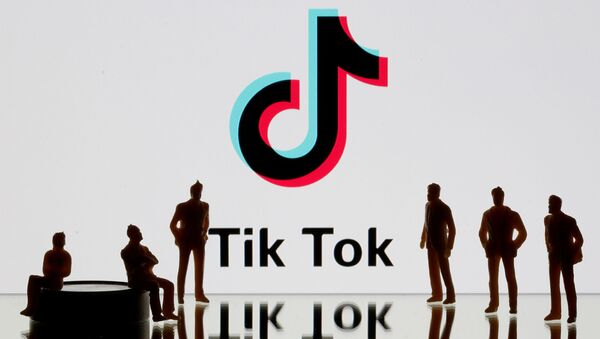 Un logo de la aplicación china TikTok  - Sputnik Mundo