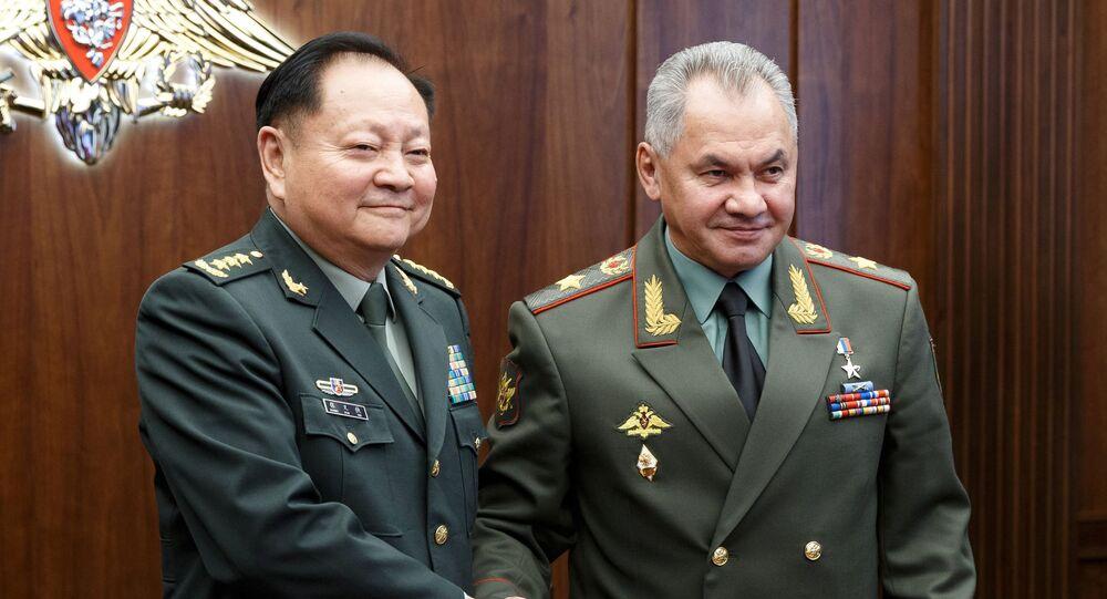 El vicepresidente de la Comisión Militar Central china, Zhang Youxia, y el ministro de Defensa ruso, Serguéi Shoigú