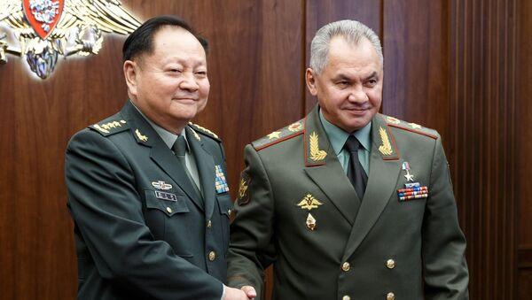 El vicepresidente de la Comisión Militar Central china, Zhang Youxia, y el ministro de Defensa ruso, Serguéi Shoigú - Sputnik Mundo