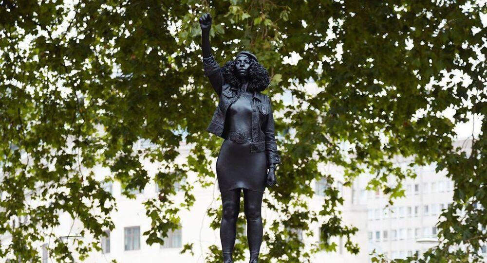La estatua  'A Surge of Power' en Bristol