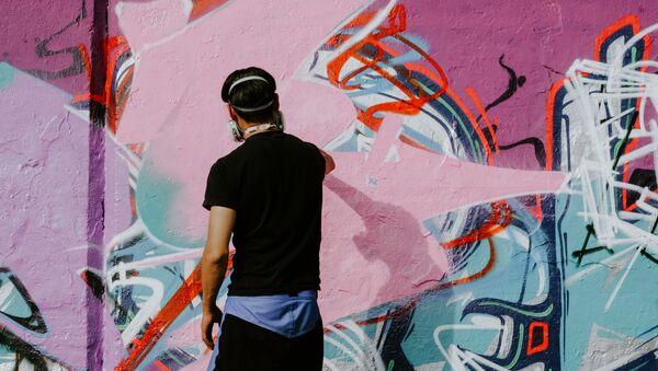 Un grafitero, imagen referencial - Sputnik Mundo