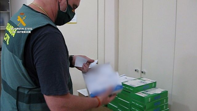 Guardia Civil desmantela red que vendía material sanitario vencido