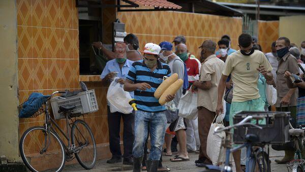 Personas haciendo cola para hacer la compra en San José de las Lajas, Cuba - Sputnik Mundo