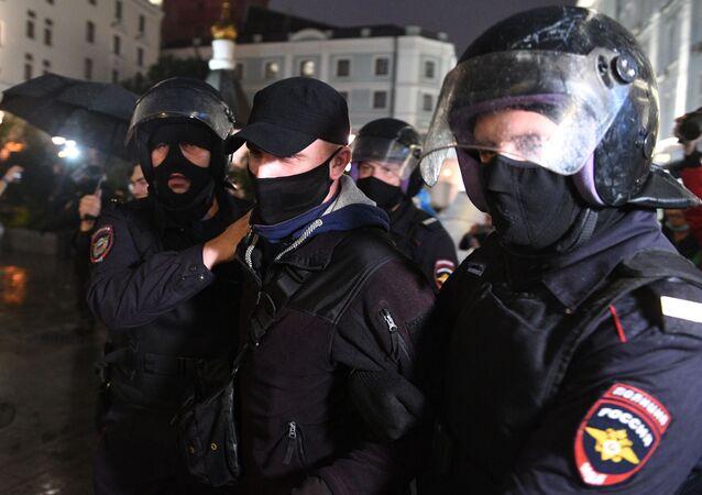 La Policía rusa durante una protesta en Moscú contra las enmiendas constitucionales