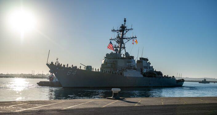 El destructor estadounidense USS Carney en la base militar en Rota, España