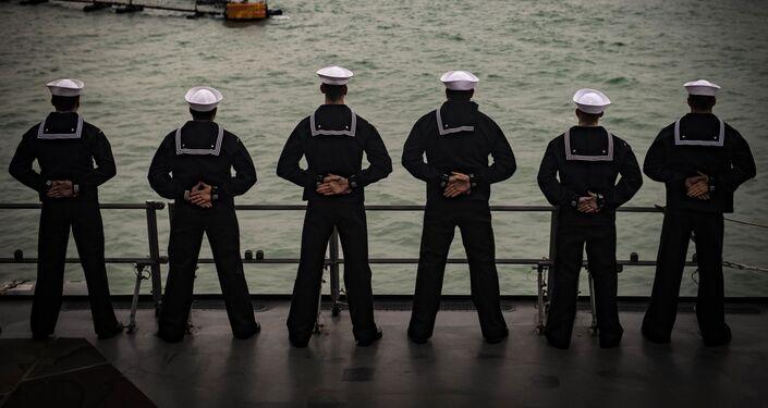 Los marineros de EEUU a bordo del destructor USS Carney en la base militar en Rota, España