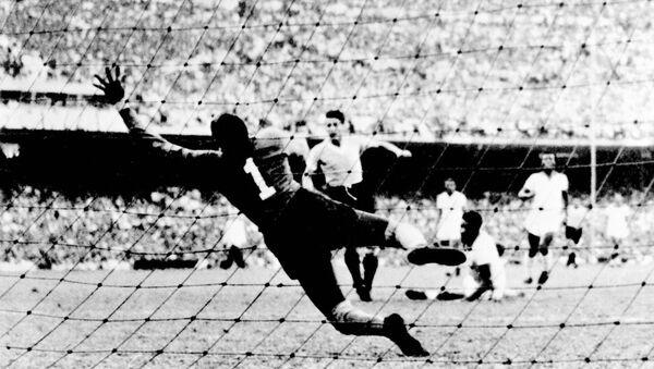El primer gol de Uruguay contra Brasil en la final del Mundial de Fútbol 1950 - Sputnik Mundo