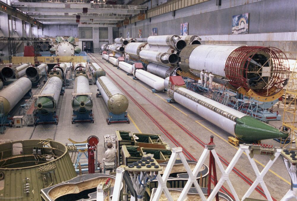В цехе сборки ракетоносителя Протон. Машиностроительный завод имени М.В. Хруничева