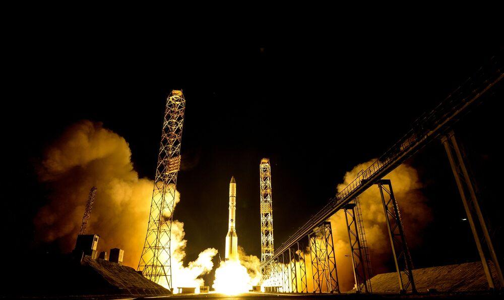 Пуск РН Протон-М С КА Амазонас-5 с космодрома Байконур