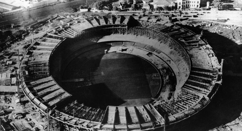 El Estadio de fútbol Marcaná en Rio de Janeiro durante su construcción