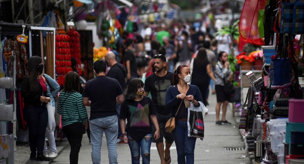 Gente en una calle de Río de Janeiro