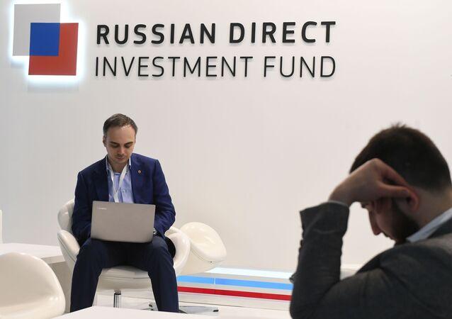 El logo del Fondo de Inversión de Rusia