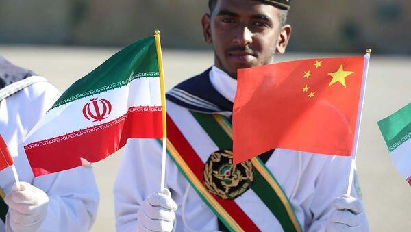 Banderas de Irán y China - Sputnik Mundo
