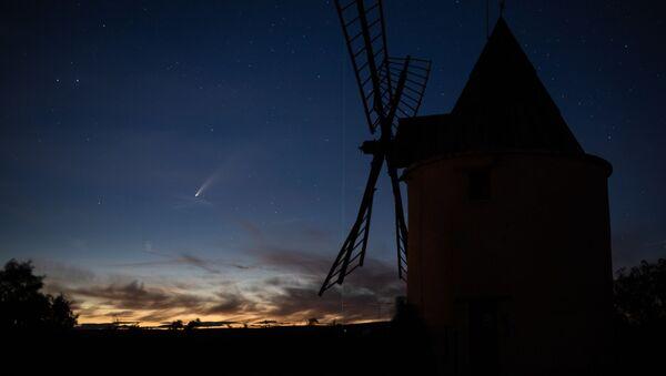 Комета C/2020 F3 (NEOWISE) над Францией - Sputnik Mundo