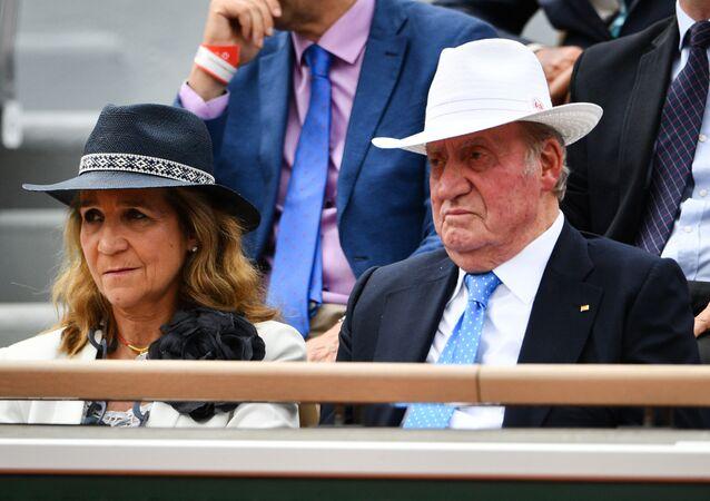 Rey Juan Carlos I con su hija Elena de Borbón y Grecia