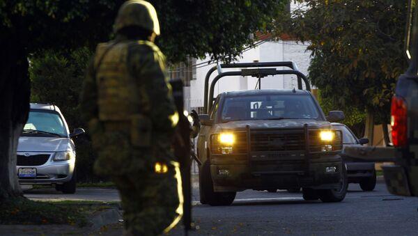 Un soldado durante un operativo de seguridad en Jalisco, México - Sputnik Mundo
