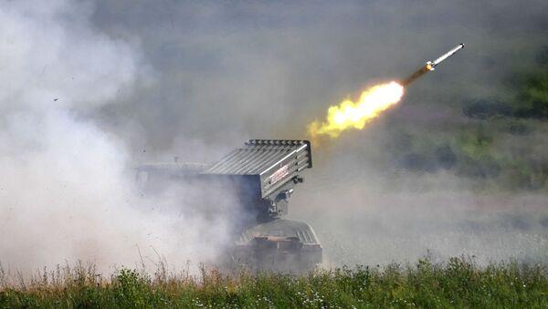 Un lanzacohetes ruso Tornado-G - Sputnik Mundo