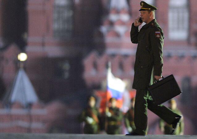 Un militar ruso en la Plaza Roja de Moscú (archivo)