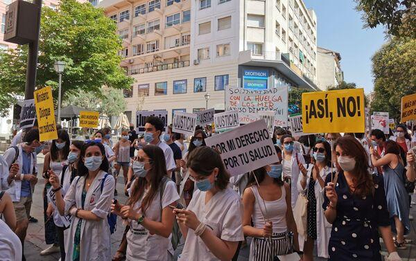 Manifestación de los residentes a su paso por la calle Fuencarral - Sputnik Mundo