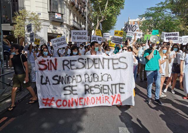Pancarta de los médicos residentes durante la manifestación de Madrid