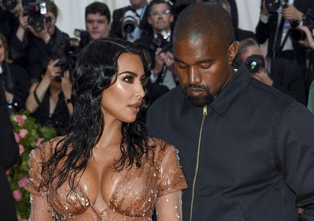 Kim Kardashian junto a Kanye West en 2019