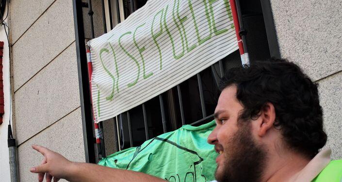 Protesta ante el desahucio de un piso en Vallecas, barrio del sur de Madrid