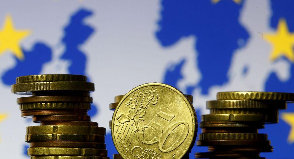 Euros y bandera de la UE (imagen referencial)