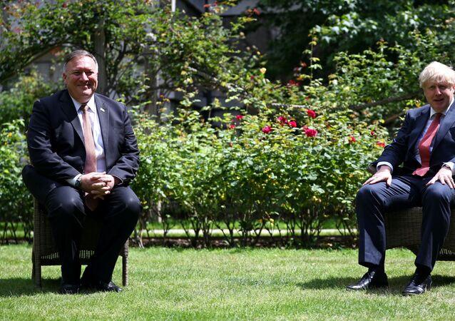 El secretario de Estado de EEUU, Mike Pompeo, y el primer ministro del Reino Unido, Boris Johnson