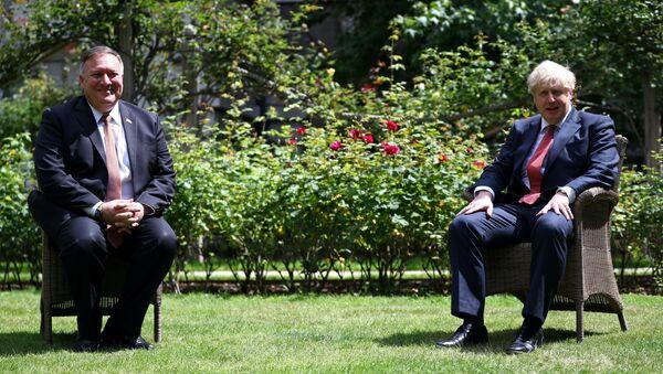 El secretario de Estado de EEUU, Mike Pompeo, y el primer ministro del Reino Unido, Boris Johnson - Sputnik Mundo
