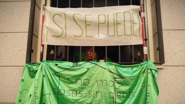 Imagen referencial de la paralización de un desahucio en Vallecas, barrio del sur de Madrid - Sputnik Mundo