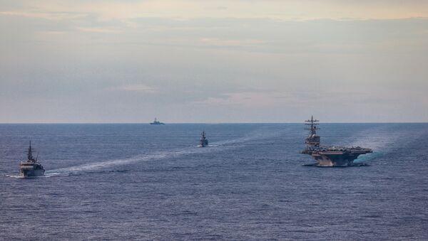 Buques japoneses se entrenan con portaviones de propulsión nuclear USS Ronald Reagan - Sputnik Mundo