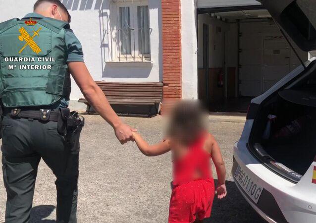 Una niña abandonada en la carretera en La Rioja (España)