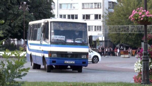 El autobús secuestrado en la localidad ucraniana de Lutsk - Sputnik Mundo