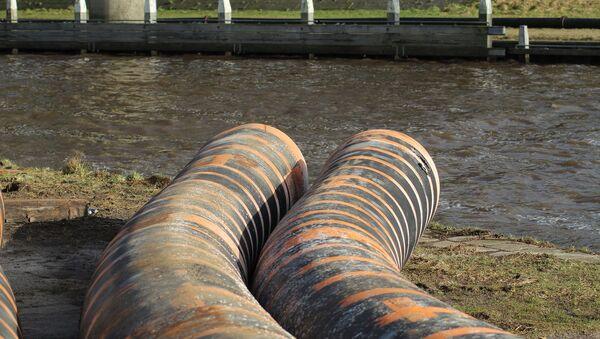 Una tubería de aguas residuales (imagen referencial) - Sputnik Mundo