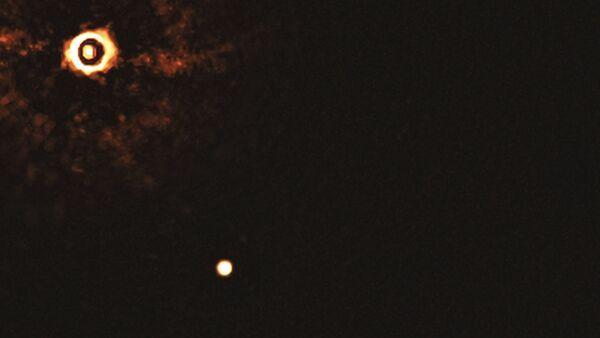 Capturan primera imagen directa de un sistema con dos exoplanetas orbitando una misma estrella - Sputnik Mundo