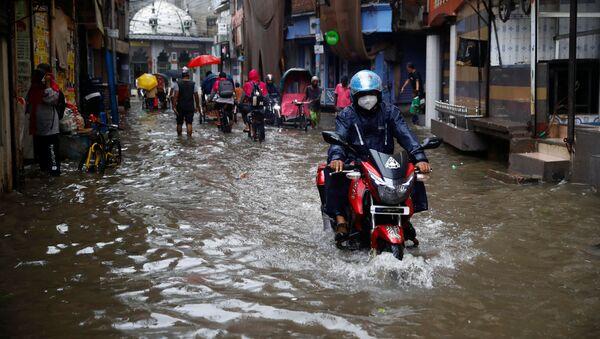 Lluvias en Nueva Delhi, La India - Sputnik Mundo