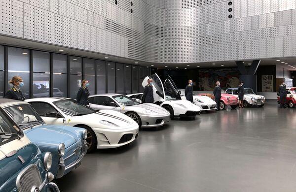 Una colección de 17 automóviles confiscados que te sorprenderá   - Sputnik Mundo