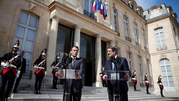 El presidente francés, Emmanuel Macron y su homólogo de Chipre, Nikos Anastasiadis - Sputnik Mundo
