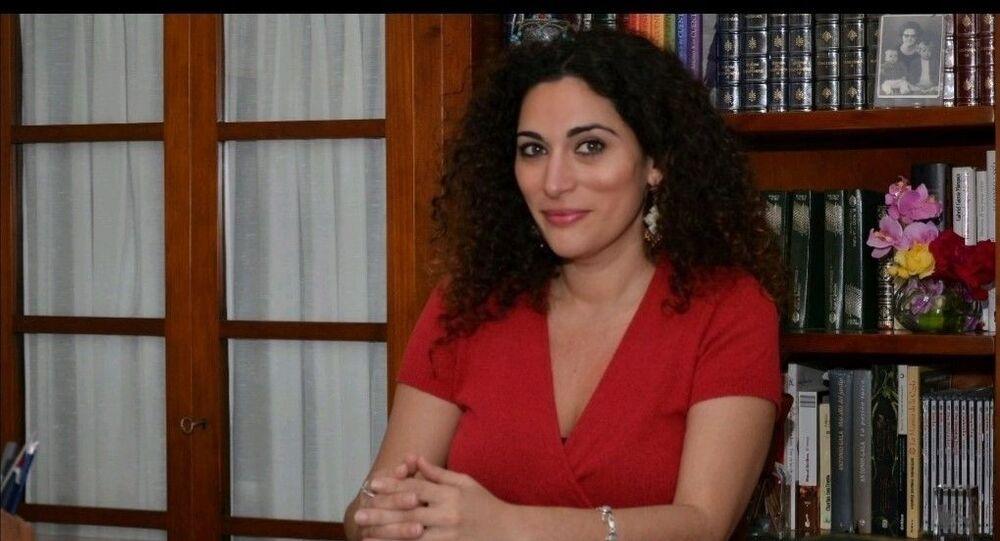 La abogada y escritora Pastora Filigrana, en su despacho