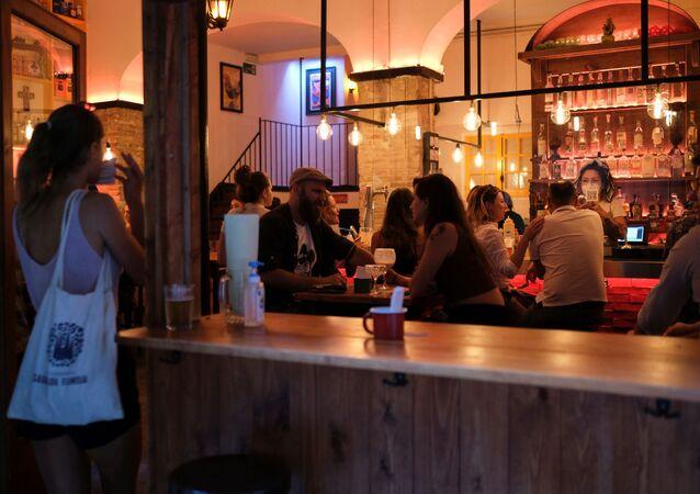 Un bar en España