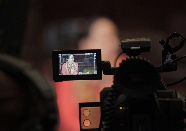 Telesur entrevista a Gabriela Rivadeneira, presidenta de la Asamblea Nacional de Ecuador en noviembre de 2015,  sobre la Ley de Alianzas Público-Privadas.