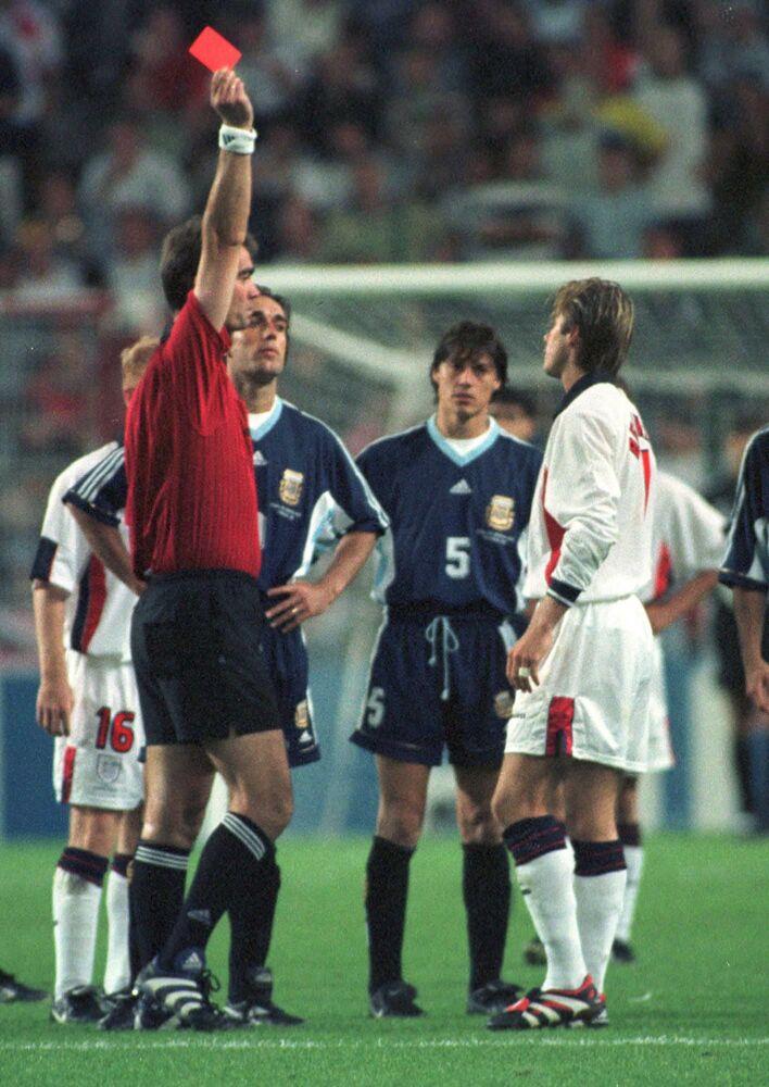 David Beckham recibe tarjeta roja en la Copa Mundial de Francia 1998