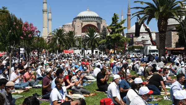 La primera oración musulmana en la basílica de Santa Sofía  - Sputnik Mundo
